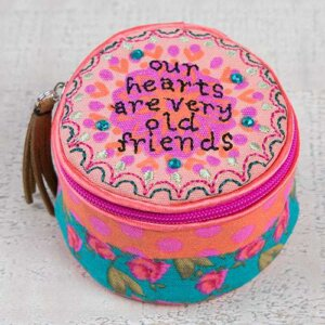"""Μπιζουτιέρα υφασμάτινη Natural Life """"Our Hearts are Very Old Friends"""", κοσμηματα, οργανωση κοσμηματων, kosmhmata, δωρο για την μαμα, κοσμηματοθήκη, μπιζουτιερα, διακοσμητικα σπιτιου, κουτι, παιδικα παιχνιδια, κουτια αποθηκευσησ, γυναικεια αξεσουαρ, δωρο χριστουγεννων, χριστουγεννιατικα δωρα, δωρα, πρωτοτυπα δωρα, δωρα γενεθλιων, ιδέεσ για δώρα γενεθλίων, dwra, δωρα για φιλεσ, τι δωρο να παρω, χειροποιητα δωρα, τι δωρο να παρω στην κολλητη μου, natural life, natural life greece, BAG213"""
