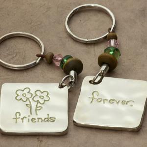 """Μπρελόκ """"Forever friends"""" Natural Life, μπρελοκ, κλειδια, διακοσμητικα, μπρελοκ για ζευγαρια, μεταλικα, κρεμαστα, brelock, μπρελοκ κλειδιων, μπρελοκ αυτοκινητου, δώρα, κλειδοθηκη, μπρελοκ για κλειδια, εξυπνα, χειροποιητα μπρελοκ, μπρελοκ κλειδιων αυτοκινητου, mprelok, κρικοι για μπρελοκ, δωρα, δωρο πασχα, πρωτοτυπο, δωρο χριστουγεννων, δωρα χριστουγεννων, δωρα γενεθλιων, χριστουγεννιατικα δωρα, πρωτοτυπα δωρα, δωρα για το σπιτι, τι δωρο να παρω στην κολλητη μου, χειροποιητα χριστουγεννιατικα δωρα, δωρα γενεθλιων για φιλη, το καλυτερο δωρο, ιδέεσ για δώρα γενεθλίων, natural life, natural life greece, KC033"""