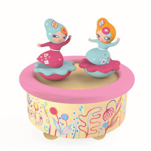 "Djeco Μαγνητικό μουσικό κουτί ""Μπαλαρίνες"", μουσικα κουτια, μουσικο κουτι, παιχνιδια, πεχνιδια, paixnidia gia koritsia, παιχνιδια για αγορια, paixnidia gia agoria, μουσικη, ξύλινα παιχνίδια, παιχνιδια για παιδια, παιδικα παιχνιδια, ξυλινα παιχνιδια, djeco, djeco παιχνίδια, djeco παζλ, djeco online shop, παιχνίδια djeco αθήνα, djeco θεσσαλονικη, djeco 06051"