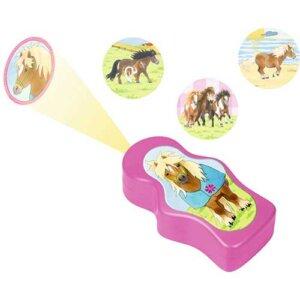 """Φακός – Προτζέκτορας - Φως νυκτός (3 σε 1) """"Our Pony Farm"""", οπτική, οπτική για παιδιά, έξυπνα παιχνίδια, εκπαιδευτικά παιχνίδια για παιδιά, εκπαιδευτικά, παιδαγωγικά, επιστημονικά παιχνίδια, paixnidia, pexndia, παιχνιδια, παιχνίδια, παιδικα παιχνιδια, παιχνίδια για κορίτσια, παιχνιδια για κοριτσια, παιχνιδια για αγορια, παιχνιδια για παιδια, προβολεας, spiegelburg, spiegelburg 13477"""