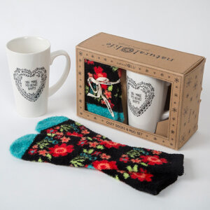 Natural Life Σετ Δώρου Κούπα & Κάλτσες Heart, σετ δώρου, γυναικεια, koypes, γυναικειο, φλυτζανι καφε συμβολα, κεικ σε κουπα, καφε για διαβασμα, flitzani, σετ τσαγιου, φλυτζανι τσαγιου, κουπα καφε, φλυτζανια, φλυτζανι καφε, φλιτζάνι, κουπεσ, κουπεσ καφε, φλυτζανι, φλυτζανια τσαγιου, φλυτζανια καφε, koupes, φλιτζανια, δωρα, δωρο πασχα, πρωτοτυπο, δωρο χριστουγεννων, δωρα χριστουγεννων, δωρα γενεθλιων, χριστουγεννιατικα δωρα, πρωτοτυπα δωρα, δωρα για το σπιτι, τι δωρο να παρω στην κολλητη μου, χειροποιητα χριστουγεννιατικα δωρα, δωρα γενεθλιων για φιλη, το καλυτερο δωρο, ιδέεσ για δώρα γενεθλίων, natural life, natural life greece, graffiti, graffiti 50992