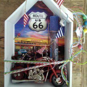 ΠΑΣΧΑΛΙΝΗ ΛΑΜΠΑΔΑ – Ξύλινο Σπιτάκι -Vintage Μηχανή – 4317C